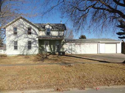 Photo of 110 W Maple Street, Williamsburg, IA 52361