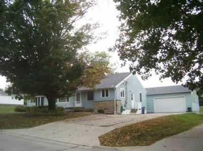 Photo of 206 Wilson St, Williamsburg, IA 52361