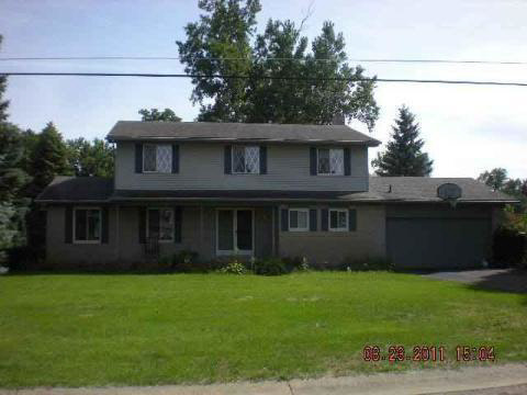10399 Cedar Point Dr, White Lake, MI 48386