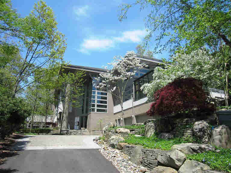 390 Meadow Creek, Ann Arbor, MI 48105