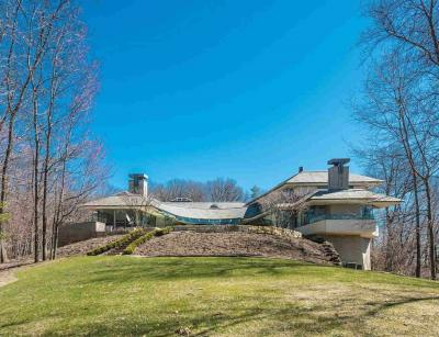 Photo of 660 Barton Shore Dr, Ann Arbor, MI 48105