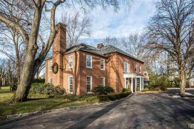 Photo of 324 Provencal Rd, Grosse Pointe Farms, MI 48236