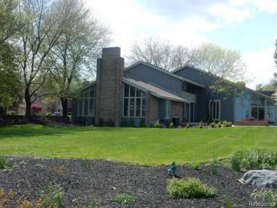 Photo of 501 Lake Shore Rd, Grosse Pointe Shores, MI 48236