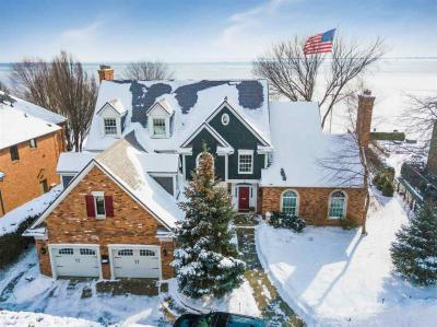 Photo of 2 Sycamore Ln, Grosse Pointe, MI 48230
