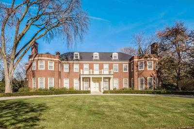 Photo of 226 Provencal Rd, Grosse Pointe Farms, MI 48236