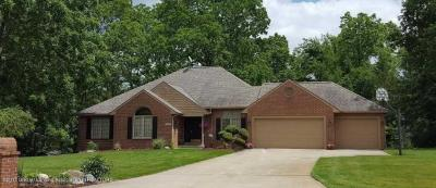 Photo of 16849 Erins Way, Grand Ledge, MI 48837