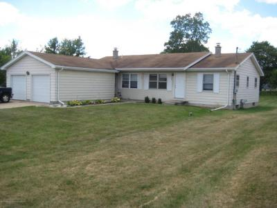 Photo of 736 S Canal Road, Lansing, MI 48917