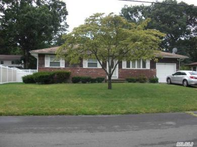44 Tyrconnell St, Amityville, NY 11701