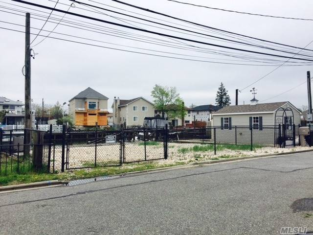Elliott Blvd, Oceanside, NY 11572