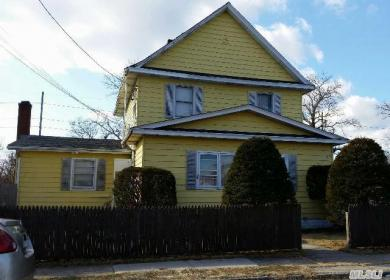 16 N Summit Ave, Patchogue, NY 11772