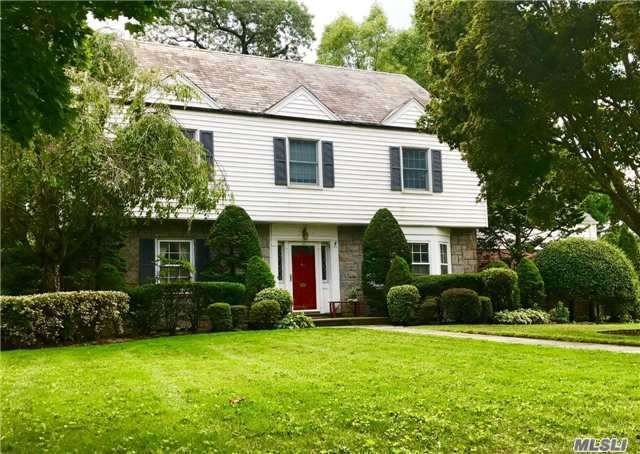 10 Dogwood Ln, Rockville Centre, NY 11570