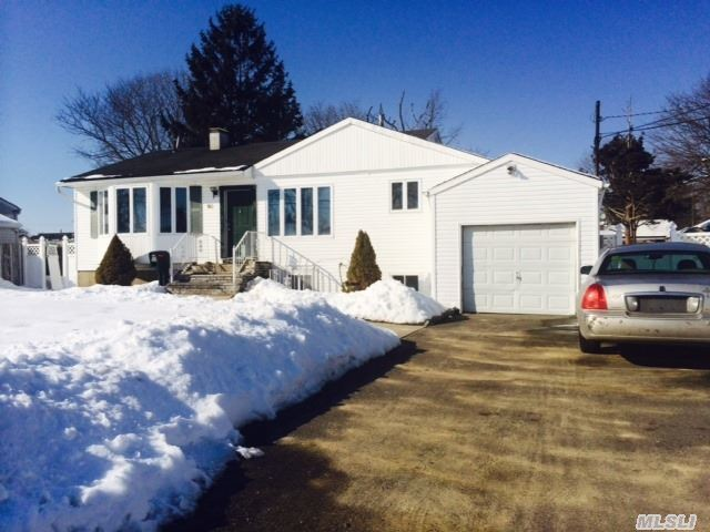 95 Juniper St, Central Islip, NY 11722