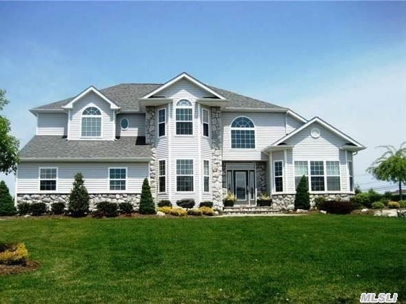 9 Sweet Woods Ct, Pt Jefferson Sta, NY 11776
