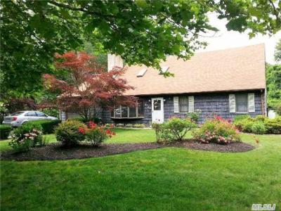 Photo of 1763 Spur Dr, Central Islip, NY 11722