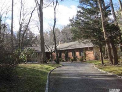 Photo of 3 Timber Ridge Dr, Laurel Hollow, NY 11771
