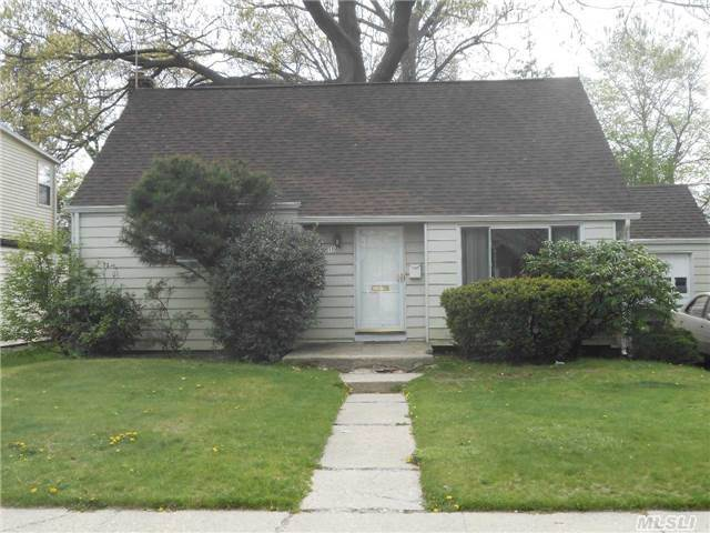 1021 Windermere Rd, Franklin Square, NY 11010