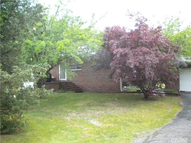 15 Montauk Hwy, East Moriches, NY 11940