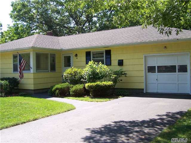 26 Lincoln Ave, Mastic Beach, NY 11951