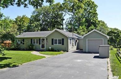 3 Russett Ln, Great River, NY 11739