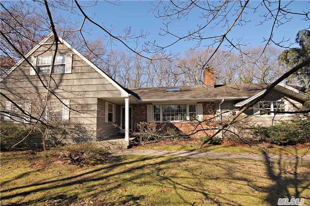 7 Redwood Dr, Great River, NY 11739