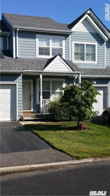 3 Pleasantview Dr, Central Islip, NY 11722