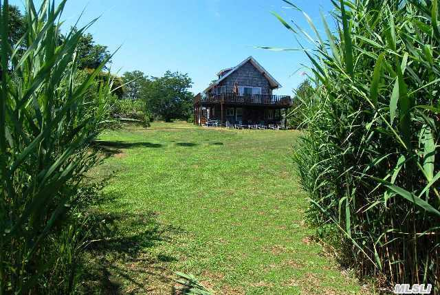 1852 N Bayview Rd, Southold, NY 11971