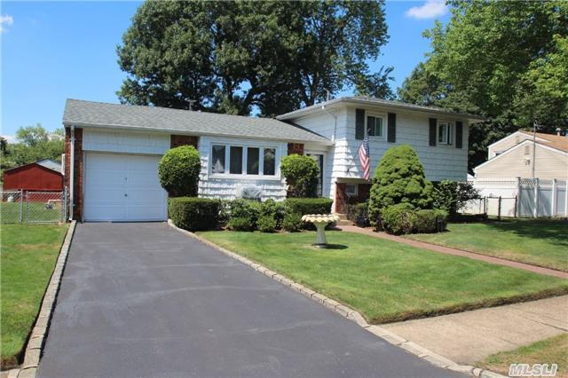 306 W 16th St, Deer Park, NY 11729
