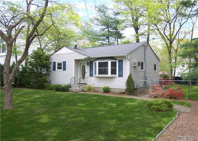 19 Pine Cone St, Middle Island, NY 11953