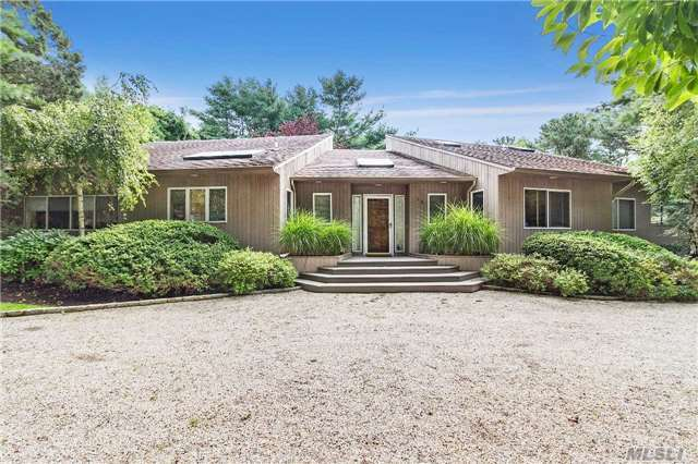 13 Blue Jay Way, E Quogue, NY 11942