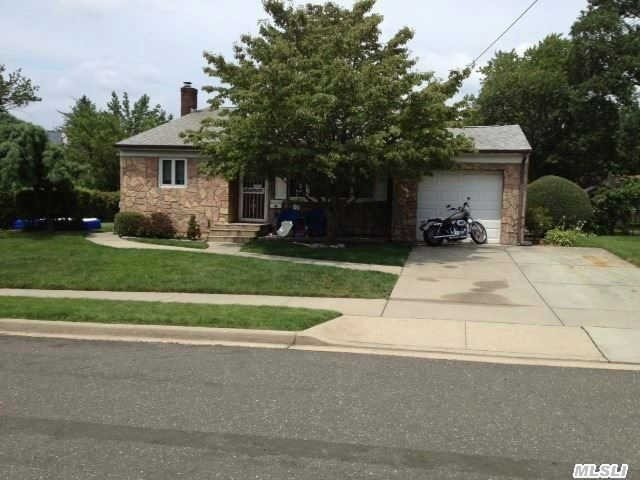 149 Willard Ave, Farmingdale, NY 11735