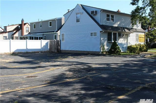 308 Old Country Rd, Hicksville, NY 11801