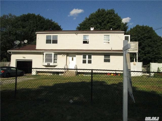 1847 Peck Ave, Bay Shore, NY 11706