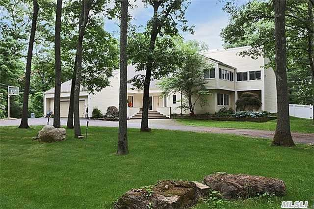 1117 Cedar Ridge Rd, Upper Brookville, NY 11771