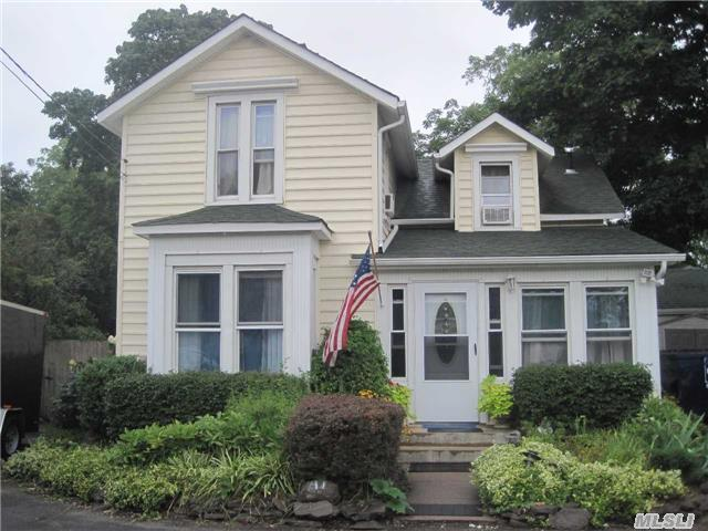 47 2nd Ave, Bay Shore, NY 11706
