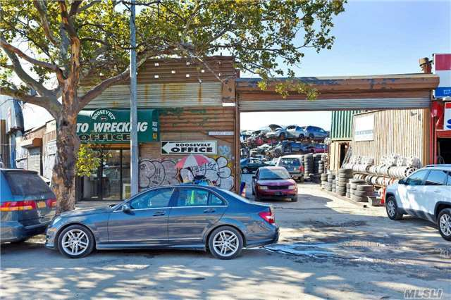 127-43 Willets Point Blvd, Corona, NY 11368