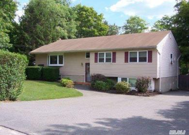 339 Wading River Rd, Manorville, NY 11949