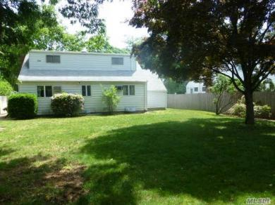 170 W 22nd St, Huntington Sta, NY 11746