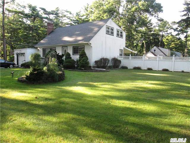 1 Flick Pl, Brentwood, NY 11717