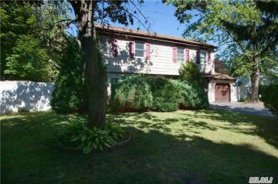 7 4th St, Nesconset, NY 11767
