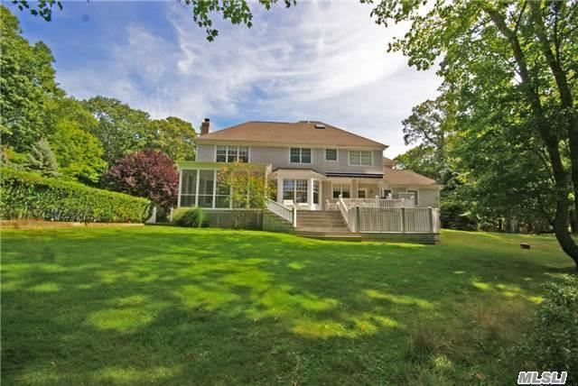 9 Stock Farm Ln, North Haven, NY 11963