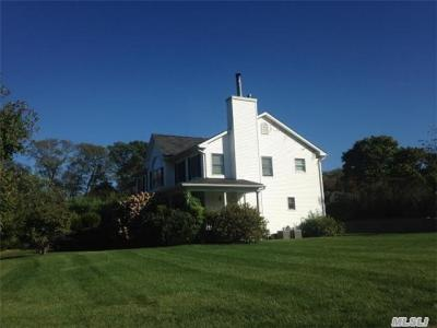 Photo of 2 Manny Rose Ct, Blue Point, NY 11715