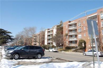 100 Brooklyn Ave #3-c, Freeport, NY 11520