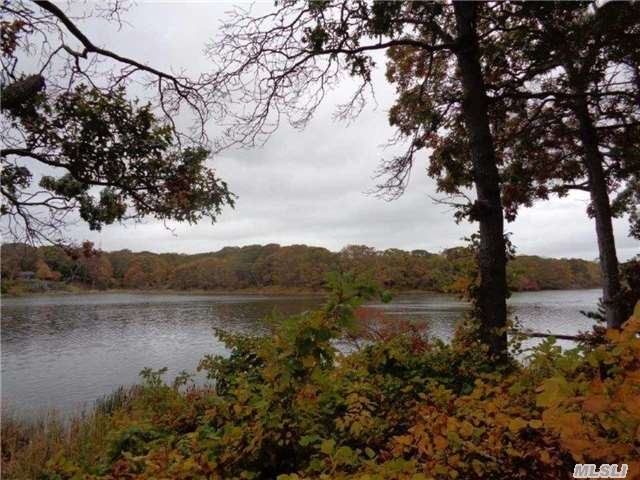 1420 Trumans Path, East Marion, NY 11939