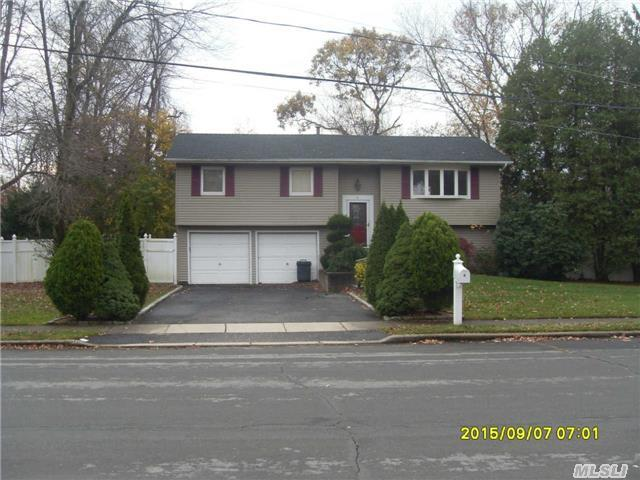 4 Manchester Blvd, Wheatley Heights, NY 11798