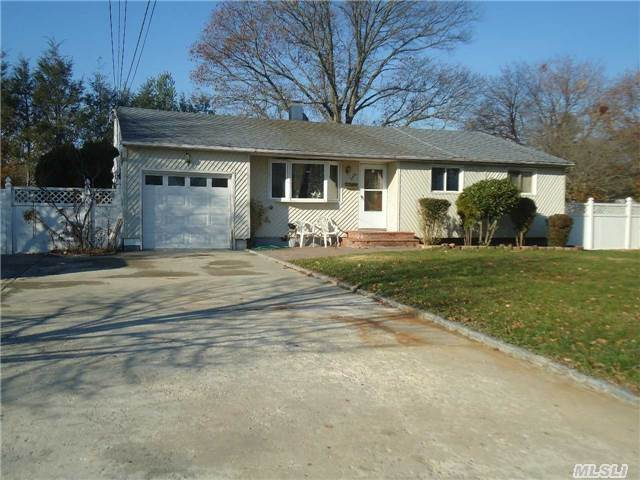 246 Brentwood Pkwy, Brentwood, NY 11717