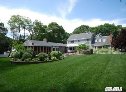 256 N Country Rd, Wading River, NY 11792