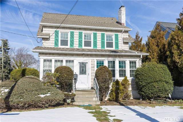102 Combs Ave, Woodmere, NY 11598