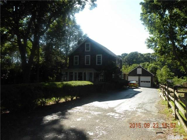 160 Mills Pond Rd, St James, NY 11780
