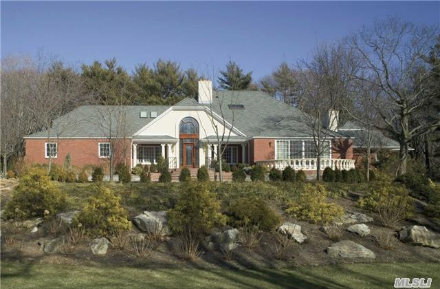 10 Hill Rd, Sands Point, NY 11050