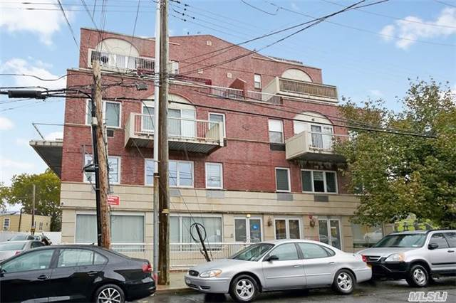 66-83 70th St #2a, Middle Village, NY 11379